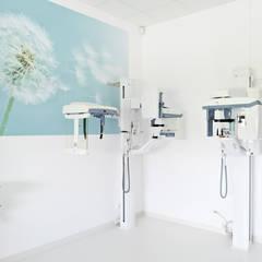 EL-RAD pracownia rtg, tomografia stożkowa, pantomograf: styl , w kategorii Kliniki zaprojektowany przez STUDIO 180°