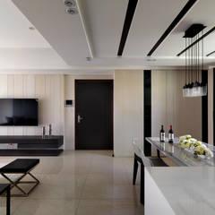 質感設計打造年輕人最愛現代風格:  牆面 by 拾雅客空間設計