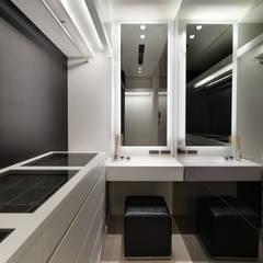 Dressing room by 拾雅客空間設計, Modern