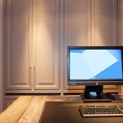 Gehele woonhuis landelijk chique:  Studeerkamer/kantoor door Wood Creations
