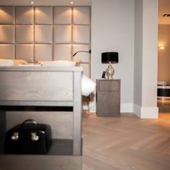 Gehele woonhuis landelijk chique:  Slaapkamer door Wood Creations,