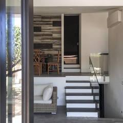 Casa Unifamiliare: Ingresso & Corridoio in stile  di Studio Bianchi Architettura