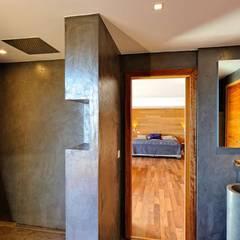 Création Maison / Porto-Vecchio : Salle de bains de style  par Atelier Jean GOUZY