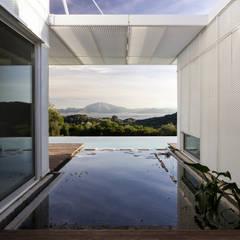 TARIFA HOUSE Casas modernas de james&mau Moderno