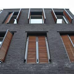 Grachtenpand Krimpen aan den IJssel:  Ramen door Architectenbureau Jules Zwijsen