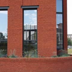 Hoekwoning Boddenkamp Enschede:  Ramen door Architectenbureau Jules Zwijsen
