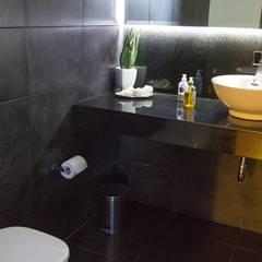 medio baño: Baños de estilo  por Arq. Beatriz Gómez G.
