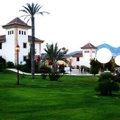 Hípica Yeguada Gloria: Casas de estilo  de Vidal Molina Arquitectos