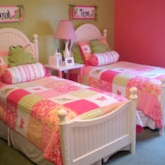 Colourful room for twin girls:  Nursery/kid's room by CKW Lifestyle