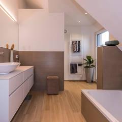 ห้องน้ำ โดย KitzlingerHaus GmbH & Co. KG,