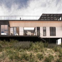 The Folding House: Casas de estilo  por B+V Arquitectos
