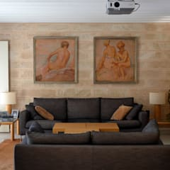 """""""Ca Nostra"""" single family house and swimming pool:  Living room by Tono Vila Architecture & Design"""