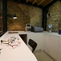 L'oeil en scène de Vannes : Magasin d'optique: Bureau de style de style Industriel par Tabary Le Lay