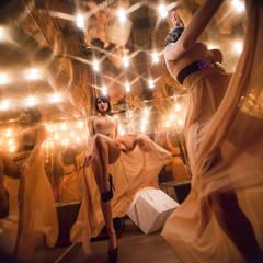 Yangtsé Music Room: Salas multimedia de estilo  de Rufo Iluminación