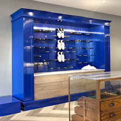 For the Golfer:  Offices & stores by Etienne Hanekom Interiors