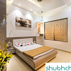 PARENTS BED ROOM:  Bedroom by shubhchintan