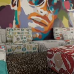 TRIPLEX GRAFITY: Salas multimedia de estilo  de JUANCHO GONZALEZ
