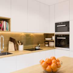 مطبخ تنفيذ PRØJEKTYW | Architektura Wnętrz & Design, إسكندينافي
