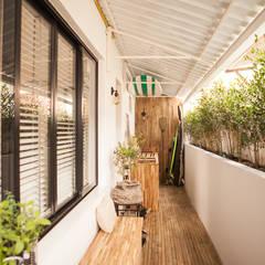 Apartamento BM Corredores, halls e escadas industriais por MZNO Industrial