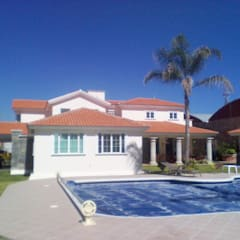 CASA FIERRO : Albercas de estilo  por SG Huerta Arquitecto Cancun