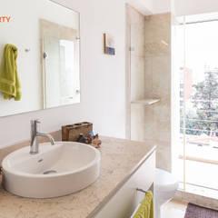 Foto Property: Baños de estilo  por Foto Property
