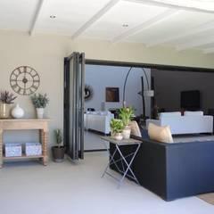 Welgevonden Estate, Durbanville:  Patios by Salomé Knijnenburg Interiors, Modern