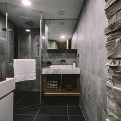 原生:  浴室 by 澄穆空間設計