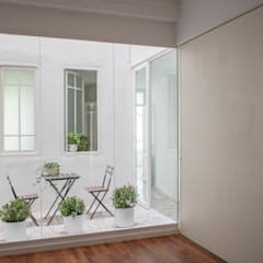 vivienda en Cánovas: Ventanas de estilo  de versea arquitectura