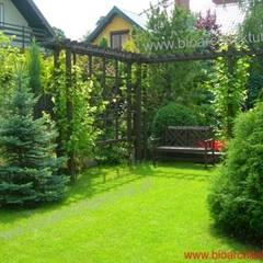 Ogród przy domu: styl , w kategorii Ogród zaprojektowany przez Bioarchitektura  - Ogrody, Krajobraz, Zieleń we wnętrzach