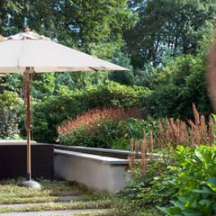 Tien jaar oude terrassentuin: klasieke Tuin door Jaap Sterk Hoveniers