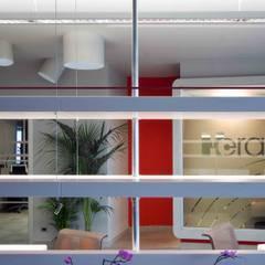 particolare del Box office: Complessi per uffici in stile  di      Massimo Viti Architetto                                   studio Architectural Make-Up+