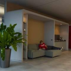 space relax e snak: Complessi per uffici in stile  di      Massimo Viti Architetto                                   studio Architectural Make-Up+