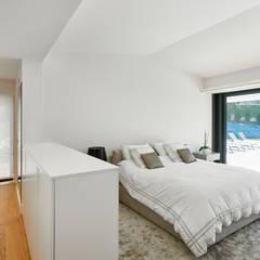 Dormitorio: Dormitorios de estilo  de DECONS  GKAO S.L.
