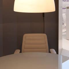 Sala de reuniões: Espaços comerciais  por Padimat Design+Technic