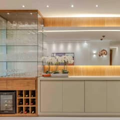 Wine cellar by Carol Landim | Arquitetura + Interiores, Modern Solid Wood Multicolored