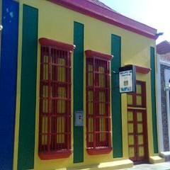 VIVIENDA PATRIMONIAL GRUPO DE TEATRO MAMPARA: Casas de estilo  por ESTUDIO DE ARQUITECTURA C.A