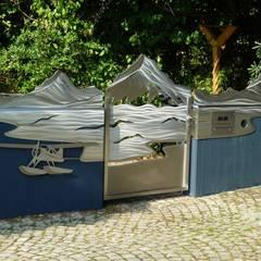"""Tore aus Edelstahl, """"Yukon Moderner Garten von Edelstahl Atelier Crouse - individuelle Gartentore Modern Metall"""