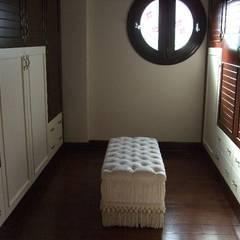 Classic style dressing rooms by Öykü İç Mimarlık Classic