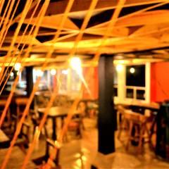 Hilados artistícos por 3x2+1 Artistas Emergentes.: Comedores de estilo rústico por Esse Studio