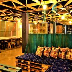 Plafón fabricado por Victoria's Furniture & Textile Gallery Los Cabos.: Salas de estilo rústico por Esse Studio