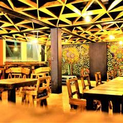 Sillas diseñadas por Esse Studio.: Comedores de estilo rústico por Esse Studio
