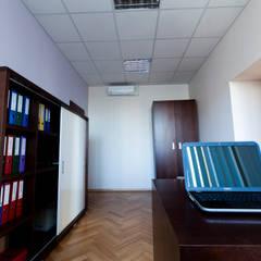 Biura i sekretariat Zarządu Państwowej spółki.: styl , w kategorii Biurowce zaprojektowany przez Modeco Creative Studio