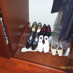 CASA WILMA : Vestidores y closets de estilo  por SG Huerta Arquitecto Cancun ,