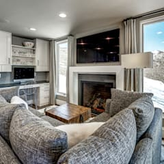 Award Winning Winslow Project:  Living room by Futurian Systems, Classic