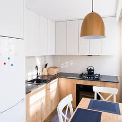 MIESZKANIE 32 m2, BIAŁYSTOK Skandynawska kuchnia od IN STUDIO PRACOWNIA PROJEKTOWA Skandynawski