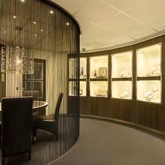 Winkels Volendam:  Winkelruimten door Kuiper Steur architecten BNA