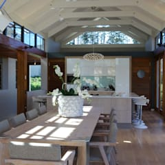 Modern dining room by M&M Designs Modern
