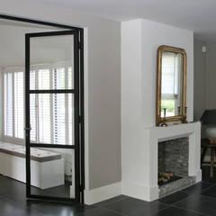 Salas de estar  por Doreth Eijkens | Interieur Architectuur