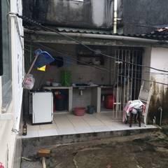 Lavanderia: Garagens e edículas clássicas por Reinaldo Pampolha Arquitetura