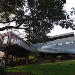 Off the grid house Johannesburg Modern houses by A4AC Architects Modern Aluminium/Zinc